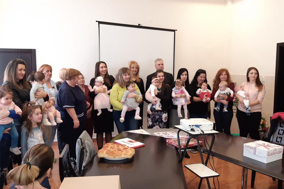 """Победителите в юбилейното, 10-то издание на фотоконкурса """"Бебетата на МБАЛ """"Д-р Иван Селимински""""-Сливен, получиха наградите си в Деня на родилната помощ..."""