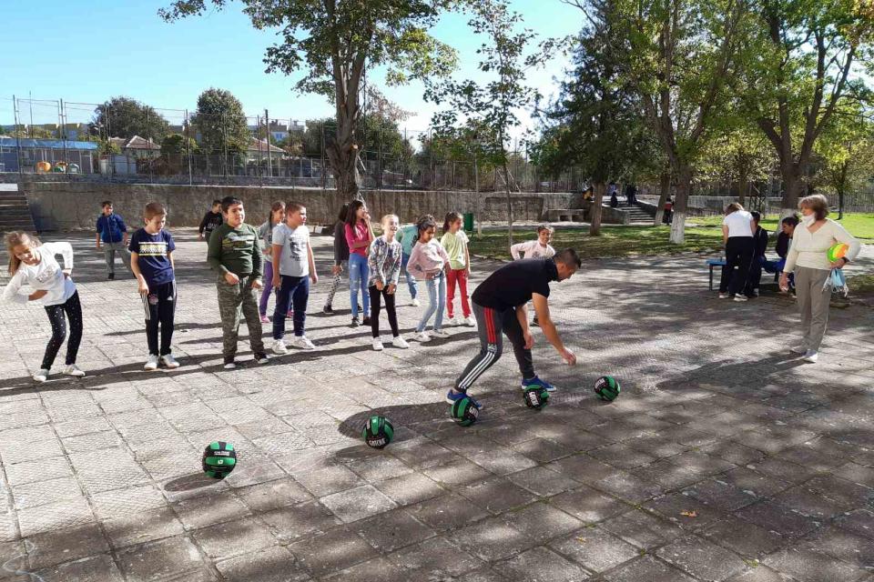 С много емоции преминаха спортните надпревари за ученици и деца в Болярово, посветени на храмовия празник на града – Димитровден. На тържествена церемония...