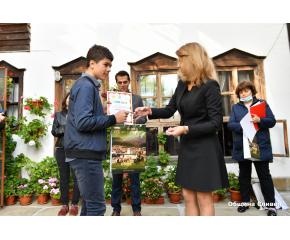 """Наградиха участниците в конкурса за рисунка """"Аз и моят град"""" (снимки)"""