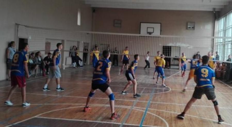 Днес приключват състезанията по волейбол от общинския етап на Ученическите игри за училищата на община Ямбол. Последните мачове са между девойките от 8...
