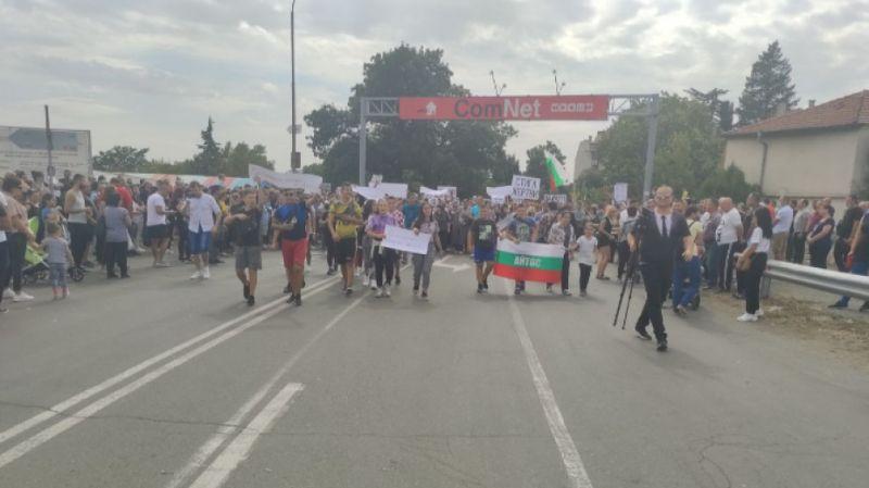 Два часа продължи блокадата на пътя Айтос-Руен, на кръстовището до изхода на града, съобщава БНР. Протестът е заради тежката катастрофа в началото на...