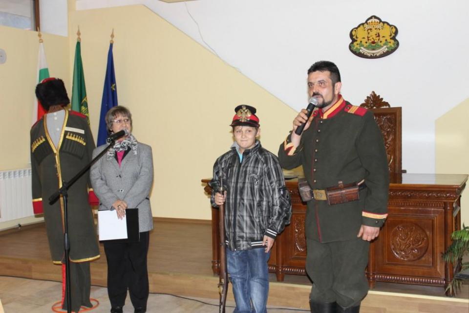 Наследник на опълченец от русенското село Сваленик пази семейните спомени и традиции, предавани повече от столетие. Цветелин Радулов не само е наследил...