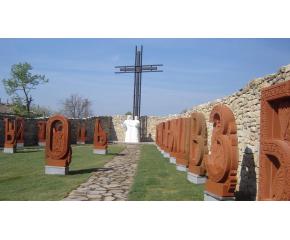 Настояват създателят на двора на кирилицата да получи българско гражданство