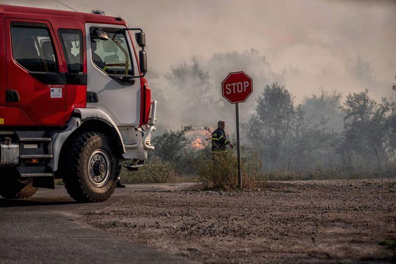 """Тази нощ около 01 часа бил получен сигнал за пожар в местността """"Гергьовден"""", намираща се в землището на Стрелча. По първоначални данни огънят обхванал..."""