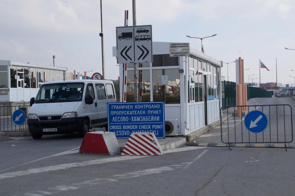 """Интензивен е трафикът на ГКПП Лесово днес, съобщават от Главна дирекция """"Гранична полиция"""".На изход чакат товарни автомобили. По информация на агенция..."""