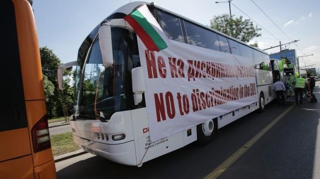 """От 12 ч. днес на граничния пункт """"Дунав мост"""" е насрочен национален протест на превозвачите. Отмяна на тол системата и връщане на винетните такси - за..."""