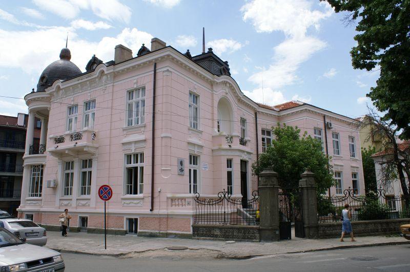"""Националният фестивал на детската книга в Сливен се отлага за месец юни, съобщи пред БТА Росица Петрова, директор на регионалната библиотека """"Сава Доброплодни"""",..."""