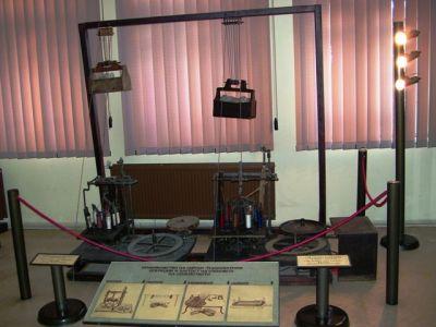 """Националният музей на текстилната индустрия в Сливен представя изложбата """"Светлина и технологии"""", посветена на международния ден на музеите. Откриването..."""