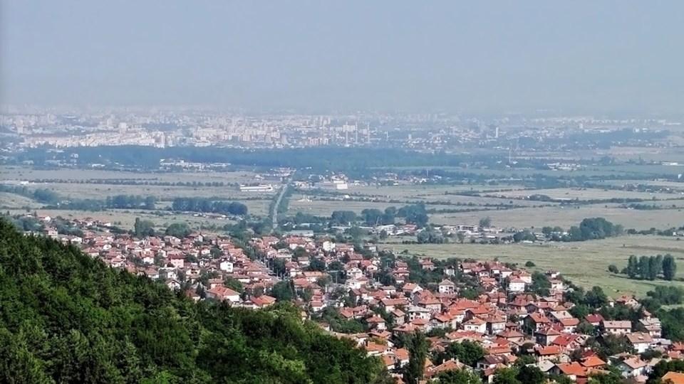 И към края на миналата година, независимо че намалява с 20 души,най-голямото българскосело остава Лозен /обл. София-град/ с население 6168 души.Справката...