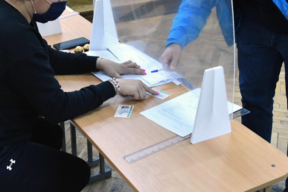 """Въпреки, че на 14 ноември ще се проведат избори """"2в1"""" и ще бъдат попълвани повече протоколи с резултати, няма да има по-голямо заплащане за членовете на..."""