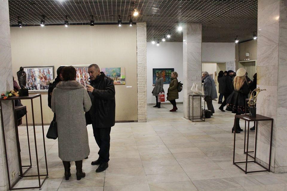 """Първата за годината изложба в ХГ """"Жорж Папазов""""-Ямбол, открита на 23 януари,представя новите дарения във фонда на галерията през периода 2017 – 2019 г...."""