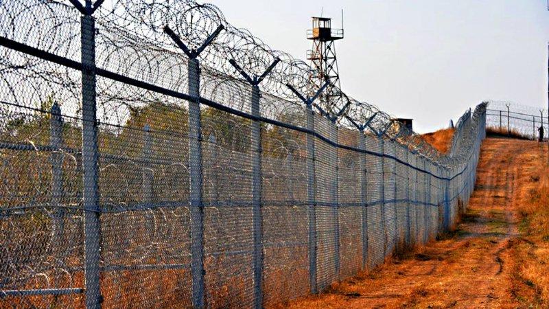 Новият областен управител на ХасковоМинко Ангеловназначи проверка на оградата по границата с Турция, която е била разрушена в района на свиленградското...