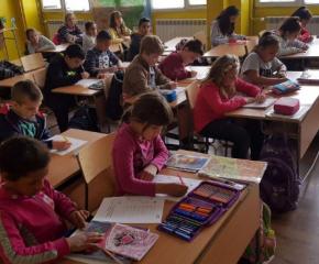 Не достигат сградите за детски градини и училища в област Сливен
