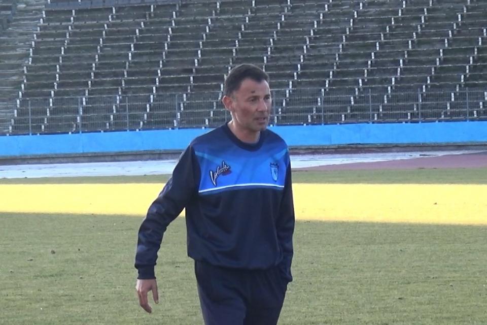 Нено Ненов е новият старши треньор на третодивизионния ФК Ямбол 1915. Той беше представен пред футболистите и вече води подготовката на ямболии, като задачата...