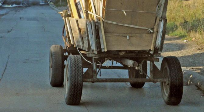 """Каруци изхвърлят системно отпадъци в река Тунджа до жилищен комплекс """"Христо Ботев"""" в Ямбол. Сигнал за това е получен миналия месец на """"зеления"""" телефон..."""
