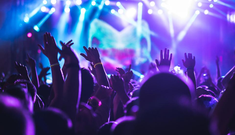 Нощните клубове, дискотеките и барове отворят врати от днес. Те могат да работят при строги мерки за сигурност, като ще се допуска използването на не повече...