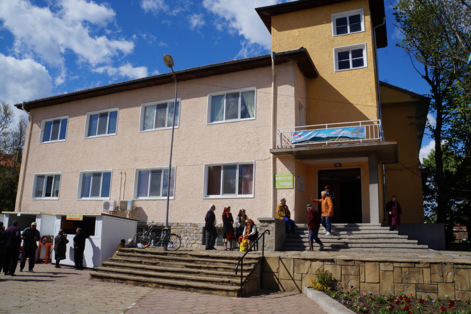Село Тенево вече има нов кмет. За такъв с решение на Общинската избирателна комисия от снощи е избран независимият Димитър Комитов, получил 453 действителни...