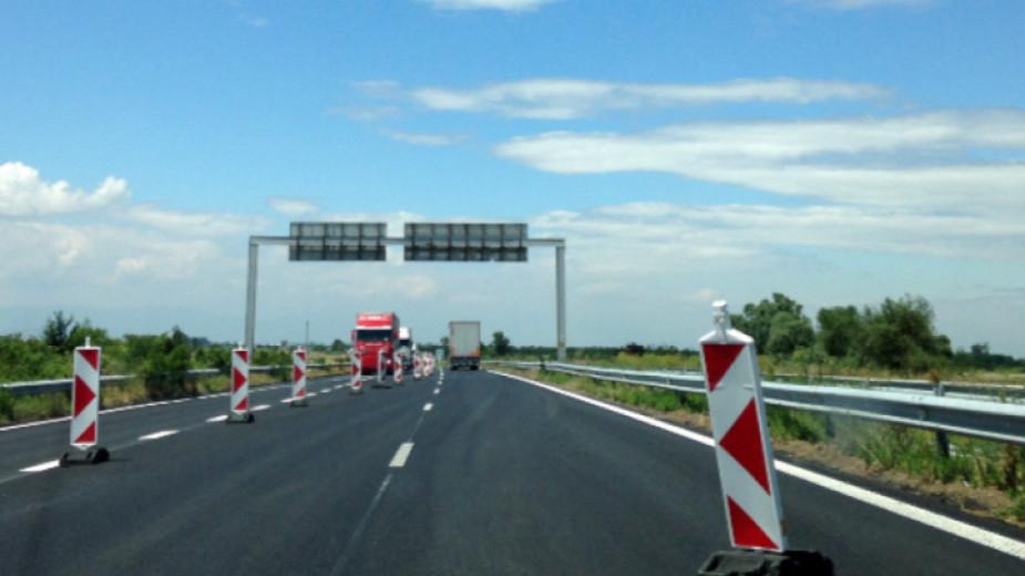 """До края на лятото ще бъде готовновият пътен възел на автомагистрала """"Тракия"""", в близост до град Стралджа. Отклонението ще разтовари трафика и ще съкрати..."""