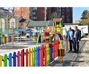"""Нова детска площадка радва малчуганите в квартал """"Дружба"""" в Сливен"""