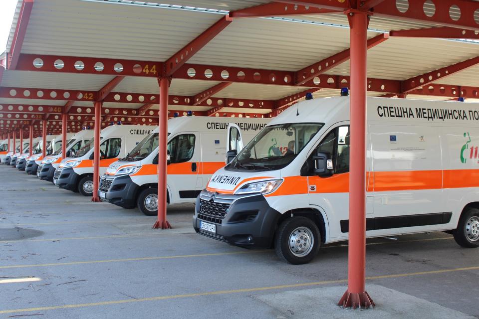 """""""20 центъра за спешна медицинска помощ получават 28 оборудвани линейки 4х4,тип В. Това са последните линейки по договора със """"Ситроен"""", по който за нуждите..."""