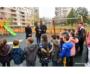 "Нова и модерна площадка за игра е изградена за децата от квартал ""Младост"" в Сливен"