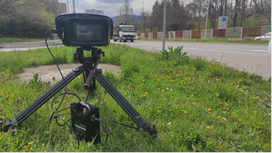 Екипи на полицията предприемат нестандартни действия, за да ограничат скоростта и да наложат спазване на правилата по магистрали и първокласни пътища при...
