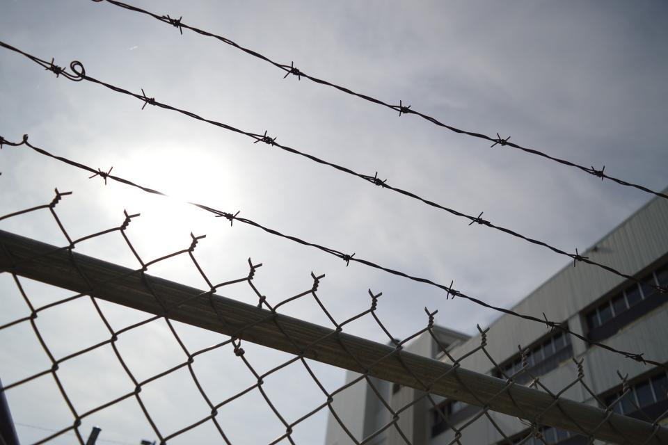 Новата учебна година ще бъде открита и в местата за лишаване от свобода, съобщава БНТ. От 6443 лишени от свобода във всички затвори, 986 са включени в...