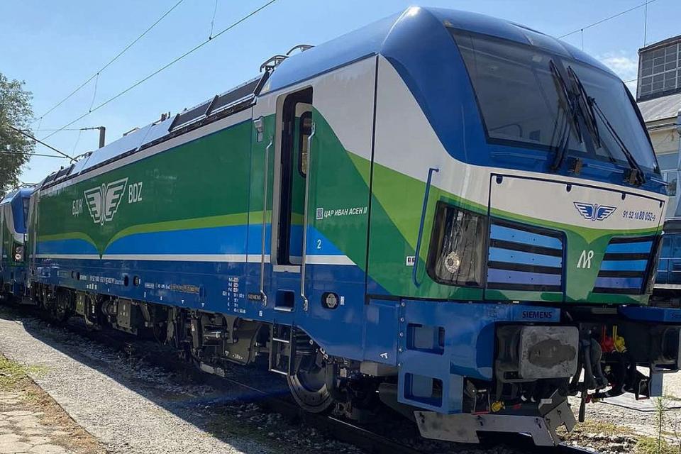 Нови два локомотива Смартрон вече са доставени в локомотивното депо в Подуяне и се подготвят за включването им в Графика за движение на влаковете на...