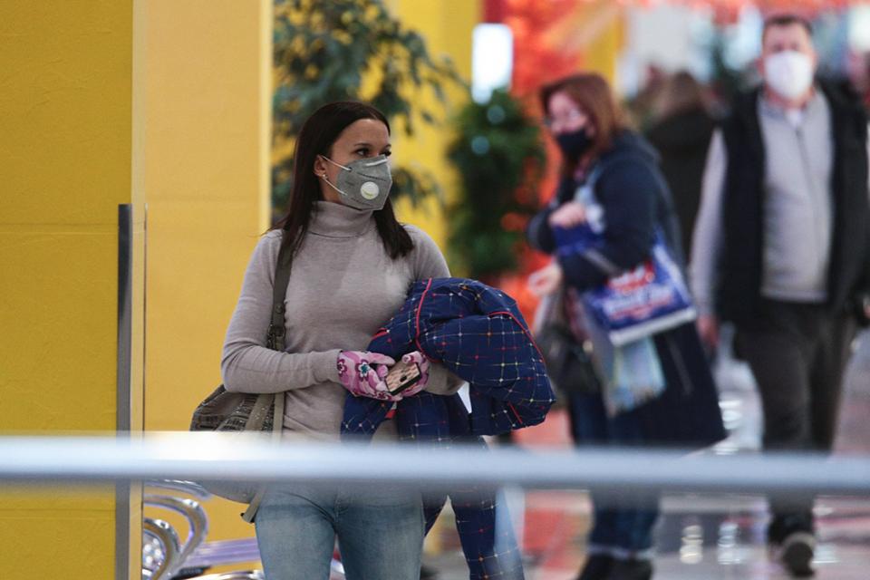 От 7 септември в страната влизат в сила нови противоепидемични мерки за ограничаване разпространението на Covid-19.Те предвиждат носене на предпазни маски...