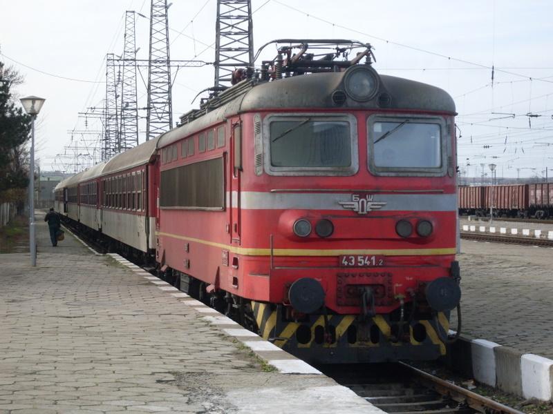"""От днес влиза в сила новият График за движение на влаковете на """"БДЖ-Пътнически превози"""" ЕООД. В повечето региони на страната се запазва досега действащият..."""