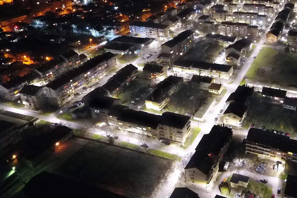 Приключи етап от проекта за ново улично осветление в кв. «Възраждане» и в кв. «Кос» в Ямбол С неговото приключване кметът на Ямбол инициира дарителска...