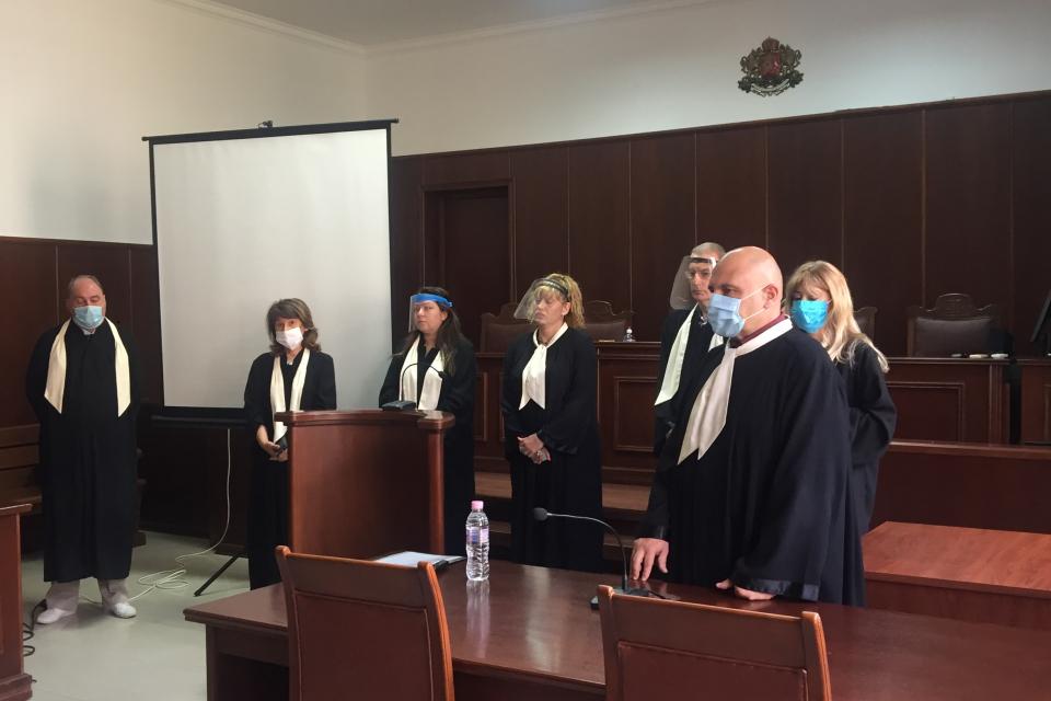 Тържествена церемония за полагане на клетва на допълнително избраните съдебни заседатели в Окръжен съд - Ямбол се проведе днес, 13 юли 2020 година. Съдебните...