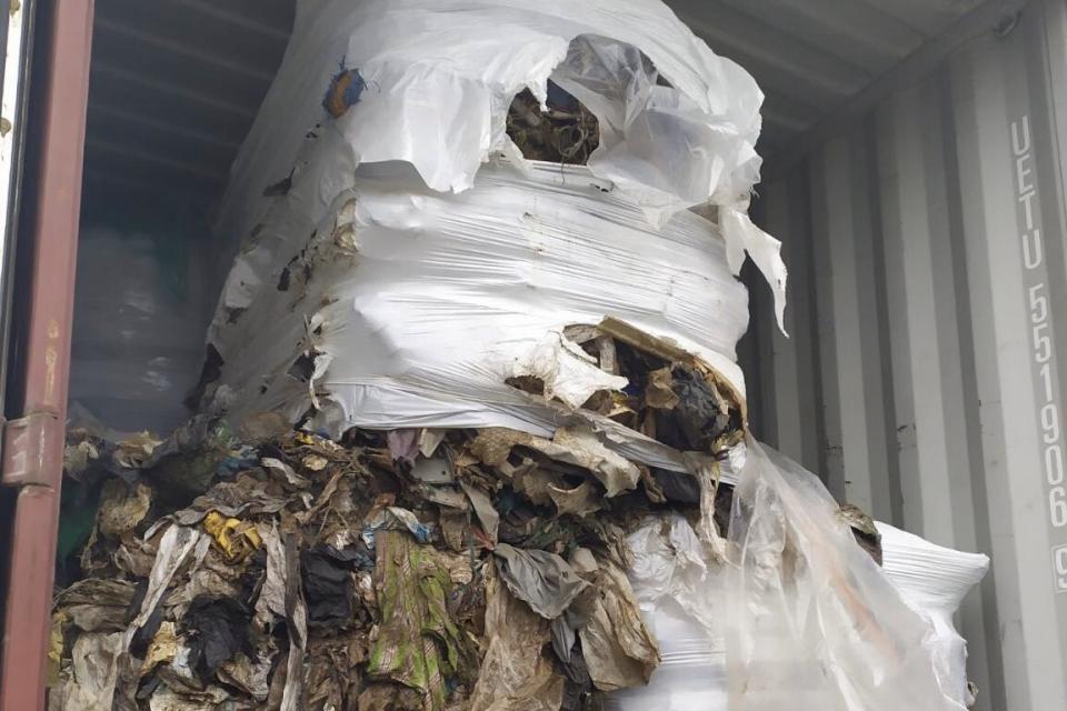 Няма установен радиоактивен или токсичен отпадък в проверените на този етап контейнери с боклуци, пристигнали от Италия на територията на пристанище в...
