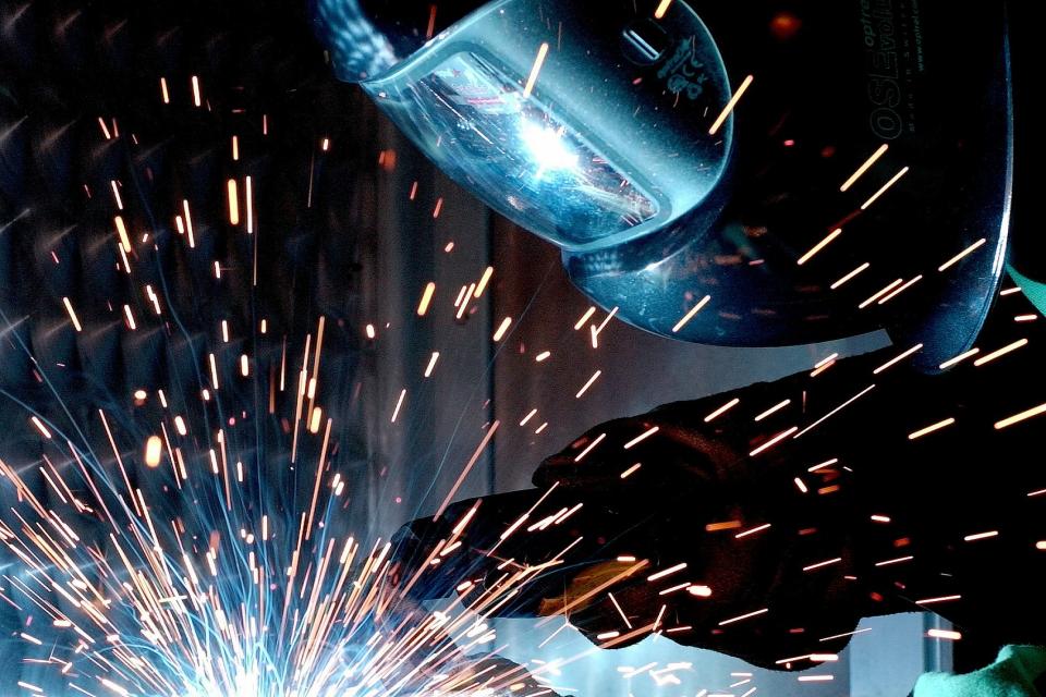 """В област Сливен през март най-много свободни работни места са заявени в преработващата промишленост /31 процента/, съобщиха от дирекция """"Бюро по труда""""..."""