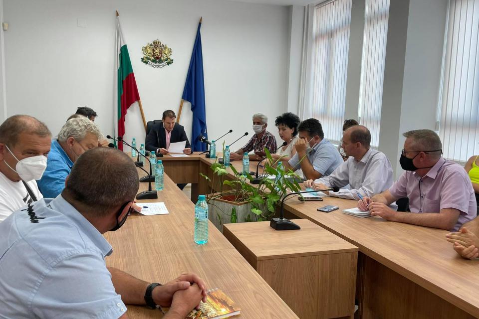 В Областна администрация Ямбол бе проведена работна среща между Георги Чалъков, областен управител на област Ямбол, представители на EVN, Светозар Грозев...