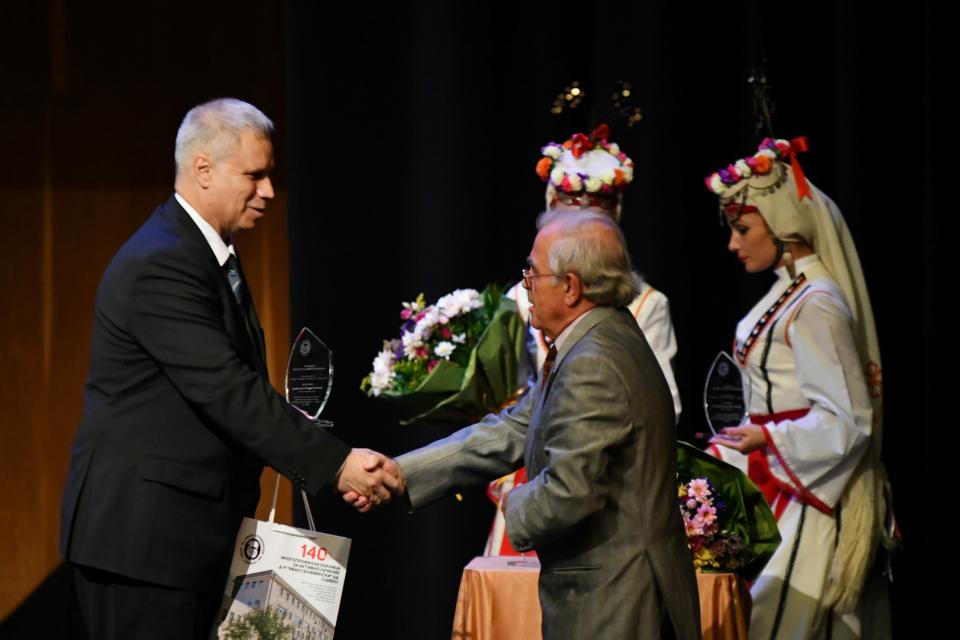 """В зала """"Сливен"""" тази вечер се състоя тържествен концерт по повод 140 години от създаването на МБАЛ """"Д-р Иван Селимински"""". Събитието бе част от програмата..."""