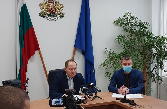"""Отново чрез медиите кметът на община """"Тунджа"""" се опитва да прехвърли решаването на проблема с транспортното обслужване на населението, от общината на държавата,..."""