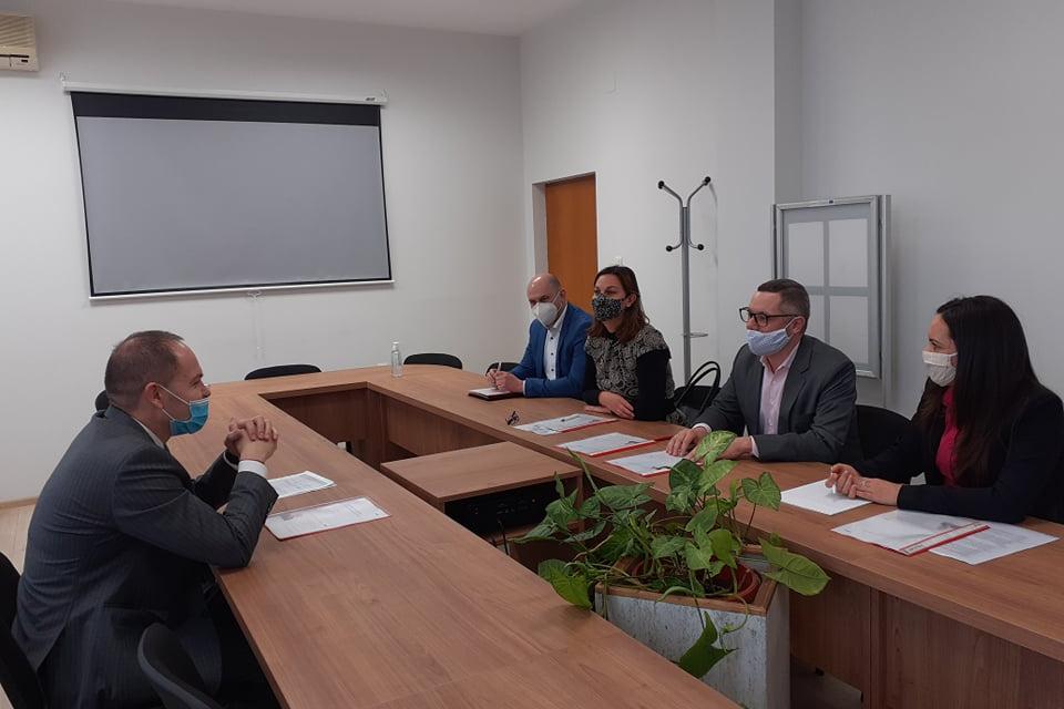 Областният управител на област Ямбол Димитър Иванов се срещна и разговаря с новия регионален мениджър на EVN в България Александър Сипек. На срещата взеха...