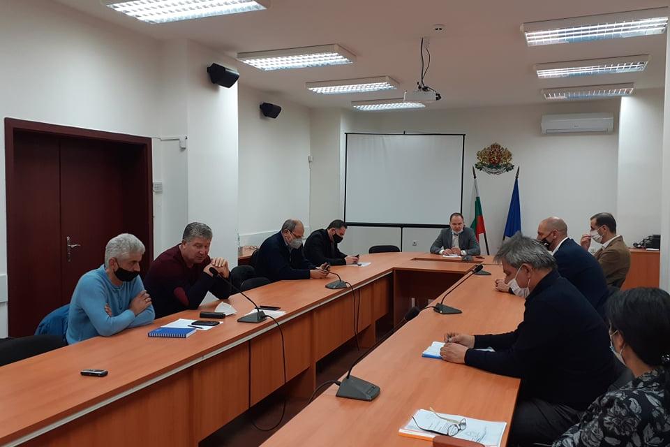 Областният управител Димитър Иванов събра на работна среща кметовете на общините от област Ямбол с ръководството на ВиК дружеството, по въпросите на актуалното...