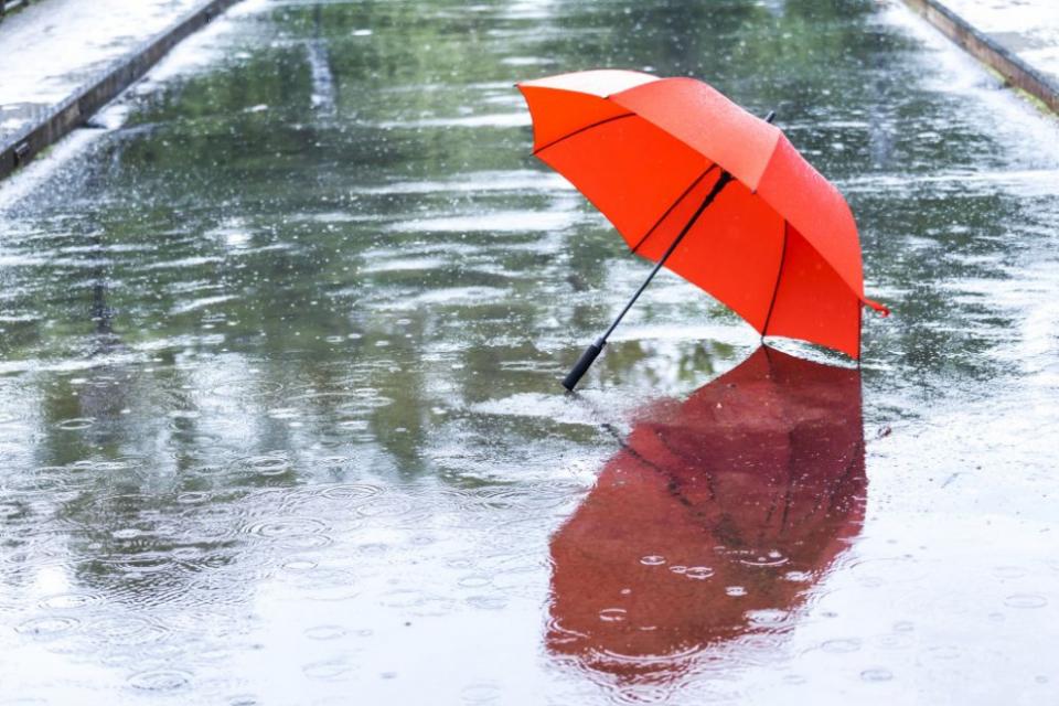Петъкът ще е облачен, ветровит и прохладен. Започналите валежи в западните райони в хода на деня ще обхващат постепенно и останалата част на страната....