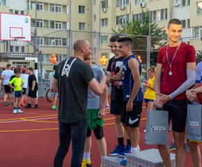 """Обновената спортна площадка в комплекс """"Граф Игнатиев"""" беше открита с атрактивен турнир по стрийтбол (снимки)"""