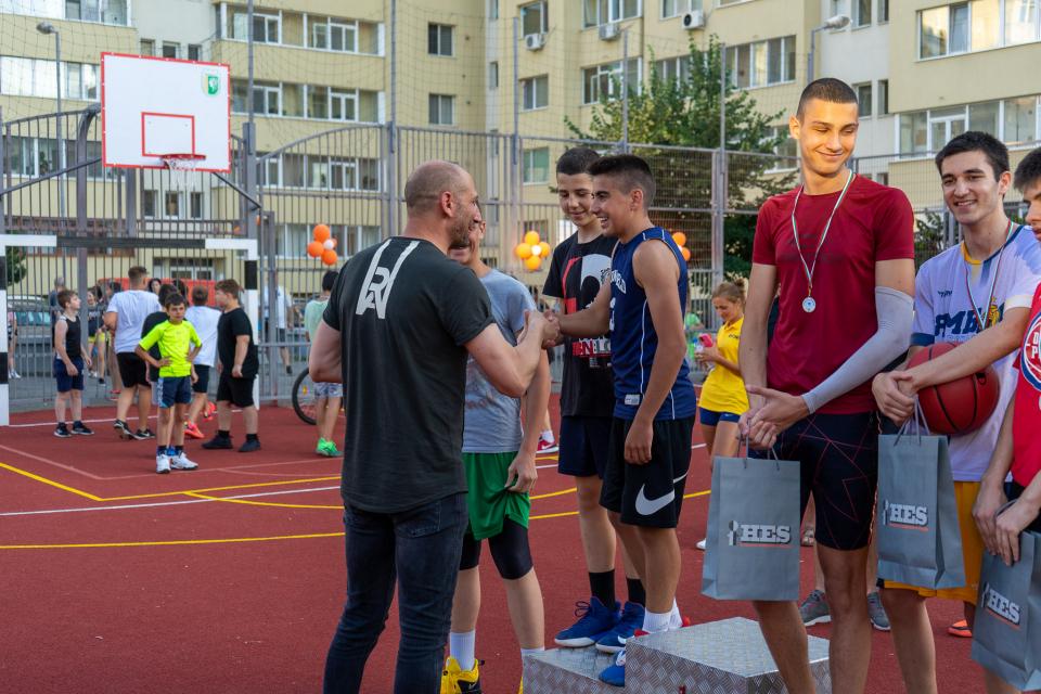 Кметът на община Ямбол Валентин Ревански и Венцислав Калудов, прокурист на ХЕС АД, заедно откриха обновената спортна площадка за стрийтбол и минифутбол...