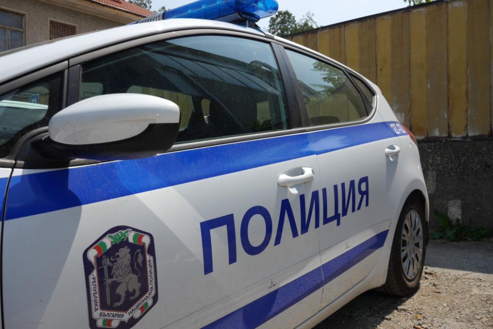 """На 8 май в полицейски участък """"Градец"""" е получен сигнал за кражба на мъжко яке с намиращи се в него пари, два мобилни телефона и други лични вещи, собственост..."""