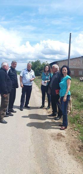 Жители на село Стефан Караджово настояват да се предприемат мерки за ограничаване на скоростта на движение на пътните превозни средства по републиканския...