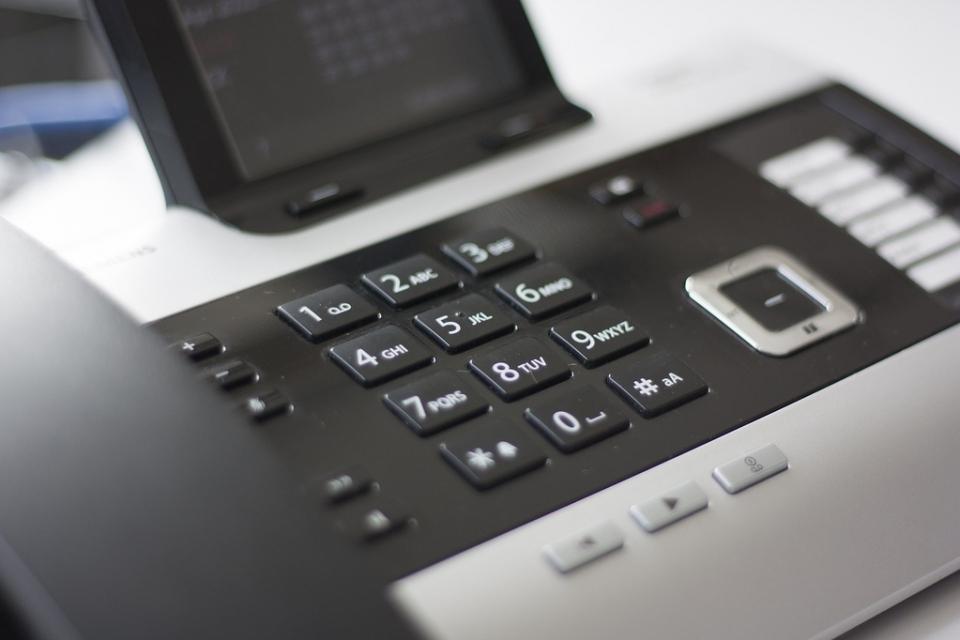 От днес започва да работи в тестови режим единният телефонен номер 0800 112 32 на Община Пловдив. Първият в страната общински колценърще е на разположение...