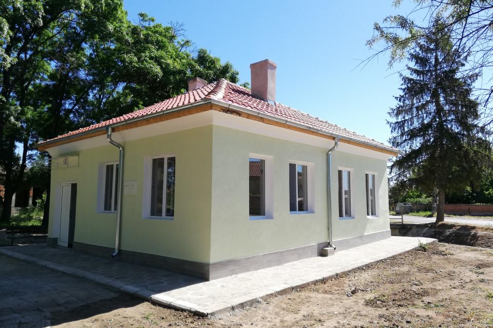 Приключиха ремонтните дейности на сградата на пенсионерския клуб в село Панаретовци. Строително-монтажните работи на обекта стартираха през месец февруари...