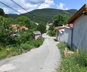 Община Сливен решава проблем с отводняването на улица в града