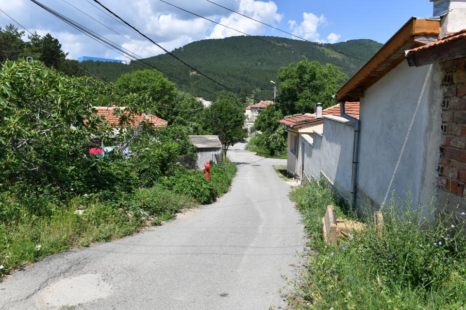 """Община Сливен започва от днес дейности по отводняване на улица """"Харкан"""" в кв. """"Клуцохор"""". Предвижда се изграждане на два броя улични оттоци с дължина 3.80..."""