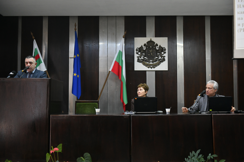 """С 37 гласа """"за"""" общинските съветници гласуваха на днешната извънредна сесия на местния парламент Община Сливен да участва в създаване на сдружение, заедно..."""