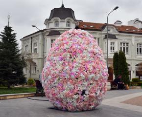 Община Сливен започна поставянето на празничната украса